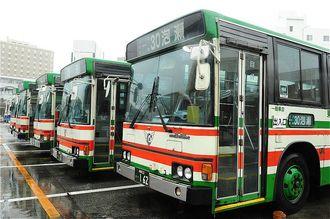 (資料写真)21日の沖縄本島の路線バスは始発から午後1時まで運休