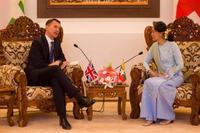 英外相、ロイター記者釈放要求か スー・チー氏と会談