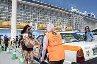 クルーズ船客、タクシー乗り入れでより便利に 那覇港コンテナターミナルで実証実験