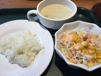 スープ、サラダ、ご飯は食べ放題(88ジュニア)