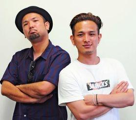 デビュー10周年記念アルバムをリリースするD-51のYU(右)とYASU=那覇市・沖縄タイムス社