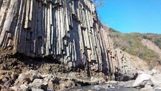 立野峡谷の柱状節理=2015年12月撮影、熊本県南阿蘇村(市民団体提供)