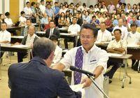 沖縄県議選 当選48人に証書授与