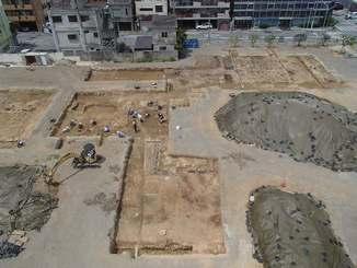 久茂地小学校跡地の発掘調査現場(那覇市提供)