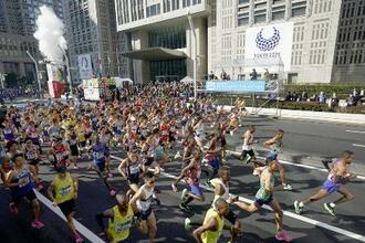 昨年行われた東京マラソン=20年3月1日、都庁前