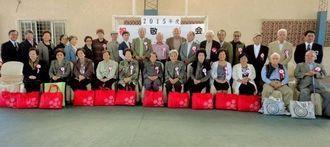 サンタクルス市沖縄県人会主催の敬老会に出席した会員家族の敬老者=サンタクルス市