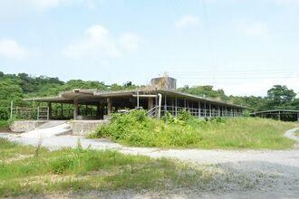 JAおきなわが撤退する方針を固めた今帰仁肥育センター=18日、今帰仁村