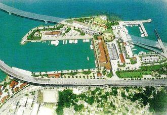 県が作成した再整備後の泊漁港のイメージ図。上空を沖縄西海岸道路が通過する