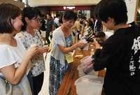全国の日本酒36銘柄、タイムスビルで飲み比べ 「地酒巡業沖縄秋場所」