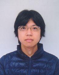 ハチのようなガを発見した九州大学大学院1年の屋宜禎央さん