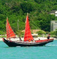 試走するマーラン船=うるま市・平安座漁港