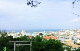 「ナンナンぐすく(城)」から。母と一緒に名護湾を眺め、詩や日誌をつづりスケッチもした