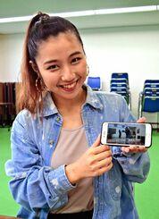 撮影から編集まで工夫を凝らしたレッスン動画を見せ「みんなが楽しく興味を持って踊ってくれたのがうれしい」と話す前川萌さん
