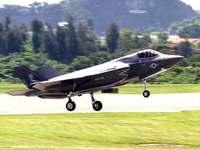 米軍最新鋭戦闘機F35、前日に引き続き2機飛来 嘉手納基地