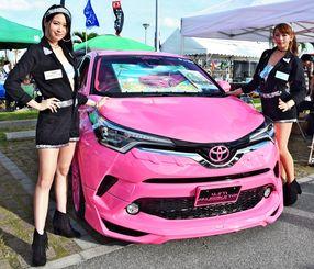 東京オートサロンで最優秀賞に選ばれたトヨタの新型SUV「C―HR」=日、豊見城市・美らSUNビーチ