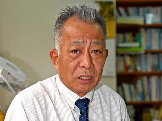 「共謀罪で、人権が大きく制限される」と警鐘を鳴らす池田修会長=21日、那覇市内