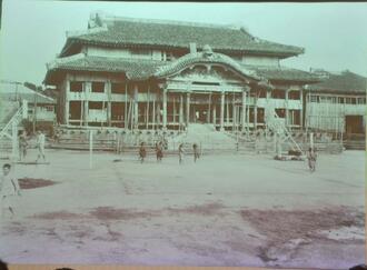 また復元できる」廃藩置県や台風で荒廃した首里城、戦前の写真が