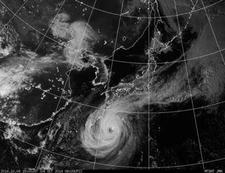 4日午後3時現在の台風18号の気象衛星画像(気象庁ホームページから)