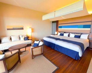 新客室棟「さんにん」に整備されたオーシャンプレミアの客室=竹富町小浜(同社提供)