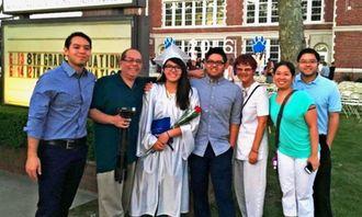 アザマ一家の(左から)兄ケニー、父マサル、キミエ、兄ヒデヨシ、母トモ子、義姉マユミ、長兄ケイの各氏=2016年6月