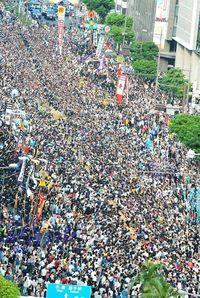 ギネス認定の綱、27万人が引き合う 那覇大綱挽