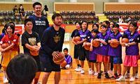 プロの技 西原で伝授/キングスがバスケ教室/橋本・寒竹選手講師に