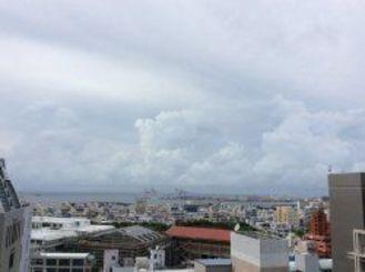 きょうは朝から雲の多い空でした。このあと雨の予報です