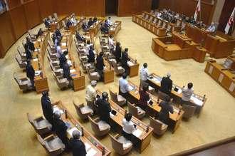 沖縄県議会、土砂投入の停止要求 賛成多数で可決 辺野古工事「法律を ...