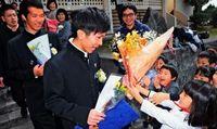 「ひろきにいちゃん、卒業おめでとう」 保育士目指す高校生、ボランティア先の園児が祝福