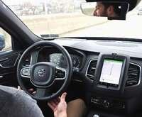 「あっ」突然の横断者にも対応 「無人タクシー」実用化を目指すウーバー