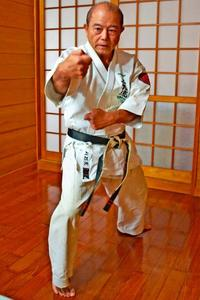 沖縄空手:己磨き仕事にも自信 上江洲仁吉さん(67)WUB沖縄会長