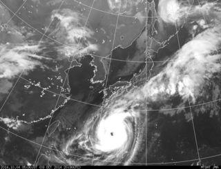 10月4日午前5時半撮影の台風18号の気象衛生写真(気象庁ホームページから)