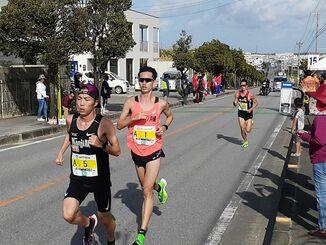 15キロ地点をトップで走る選手ら