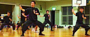 本番に向けて練習に励む「北山の風」のメンバー=12日、今帰仁村・天底小学校