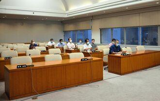 座波一委員長の新型コロナウイルス感染で沖縄・自民会派が欠席した決算特別委員会=22日、県議会