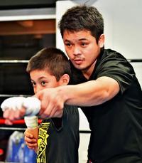指導者として新たなゴング ボクシング元日本・東洋2冠 嘉陽宗嗣さん