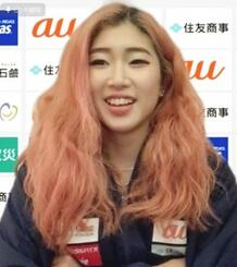 オンラインで記者会見するスポーツクライミング女子の野中生萌=13日