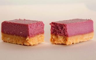 グランプリに輝いた「紅芋とちんすこうのフローズンちいずケーキ」(琉球インタラクティブ提供)