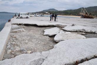 台風24号で損壊した本部港塩川地区の岸壁=11月2日、本部町崎本部