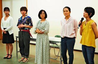 親や子としての不登校経験を語ったイベントの参加者=18日、南風原町文化センター