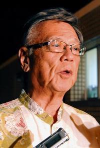 翁長知事「辺野古抱える沖縄3区の勝利大きい」