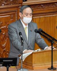 衆院本会議の代表質問で答弁する菅首相=21日午後