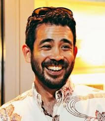 YOHで取り組むエイサーの魅力について話すデービッド・ジョーンズさん=ハワイ