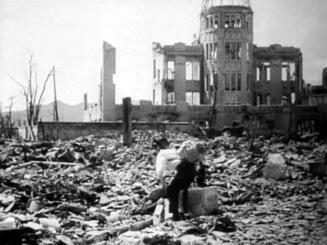 「広島長崎における原子爆弾の影響 広島編」の一場面(日映映像提供)