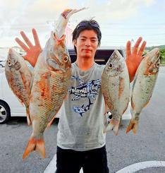 東海岸で60・5センチ、2・48キロのタマンを釣った田仲康将さん=9月29日