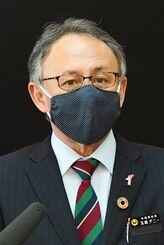 大型連休中の外出自粛などコロナウイルスの感染防止で県民に注意喚起する玉城デニー知事=24日午後、県庁(代表撮影)