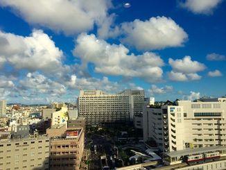「慰霊の日」の沖縄地方は、太平洋高気圧に覆われておおむね晴れている
