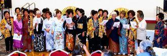 祝賀会では会員らがそろってサクラメント沖縄県人会歌を歌った=サクラメント市内
