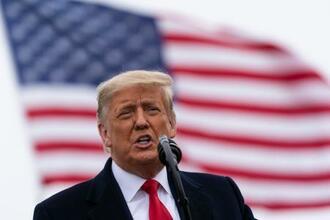 演説するトランプ大統領=12日、米テキサス州アラモ(AP=共同)