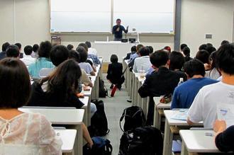 在沖海兵隊の存在意義を議論した公開講座=12日、東京都港区の慶応義塾大